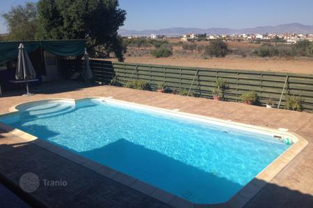 4 bedroom houses for sale in Nicosia. 4 Bedroom house with swimming pool near Lapatsa