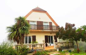 2 bedroom houses for sale in France. Spacious villa with a garden and two separate apartments, 45 minutes drive from Pau, France