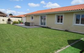 4 bedroom houses for sale in Nouvelle-Aquitaine. Villa – Biscarrosse, Landes, Aquitaine, France