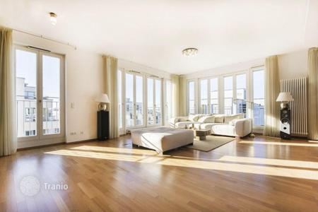 Luxury 1 bedroom apartments for sale in Europe. Bright and spacious penthouse in the center of Munich in the Bavarian Park