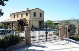 6 bedroom houses for sale in Abruzzo. Private house in Atri. Italy