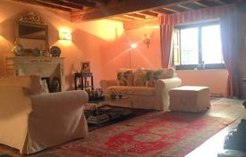 3 bedroom apartments for sale in Tuscany. Magnificent spacious apartment in Florence, Tuscany, Italy