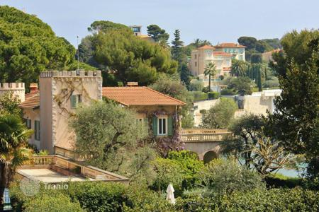 Townhouses for sale in Provence - Alpes - Cote d'Azur. Superb townhouse in Saint Jean Cap Ferrat on the Cote d'-Azur, France