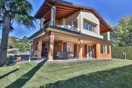 Property for sale in Moniga del Garda. Villa just 200 meters from the harbor