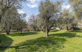 Close to Saint-Paul de Vence — Plot of land within a domain for 385,000 €