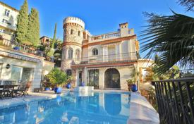 Villas and houses for rent with swimming pools in France. Magnificent villa in a landscaped park in restanques shape