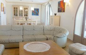 Coastal property for rent in Sainte-Maxime. Detached house – Sainte-Maxime, Côte d'Azur (French Riviera), France