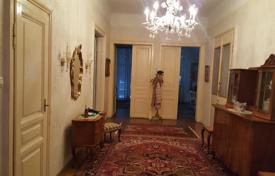 Houses for sale in Vienna. Historic four-level villa with a well-kept garden and a parking in Hietzing, Vienna