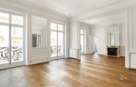 Luxury 2 bedroom apartments for sale in 16th arrondissement of Paris. Paris 16th District. – A perfect pied a terre in prestigious Avenue Foch, between the Arc de Triomphe and the leafy Bois de Boulogne
