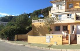 4 bedroom houses for sale in Dehesa de Campoamor. Detached house of 4 bedrooms just 500 metres from the beach in Orihuela Costa