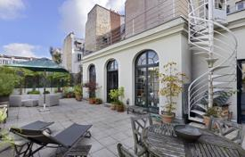 4 bedroom apartments for sale in Paris. Paris 17th District – In a peaceful private street and with superb terraces