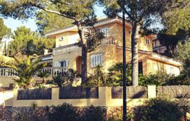 3 bedroom houses for sale in Majorca (Mallorca). Villa in a 3-minute walk from the beach, Peguera, Spain