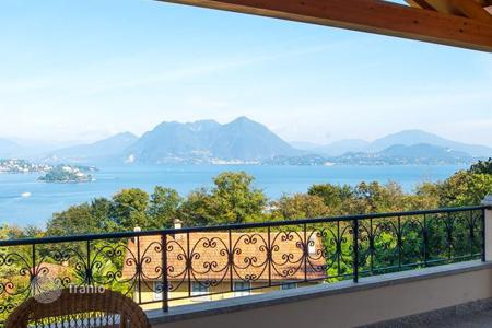 3 bedroom apartments for sale in Italy. Apartment with a private garden, a garage and a terrace overlooking Lake Maggiore, in a new residential complex in Baveno, Italy
