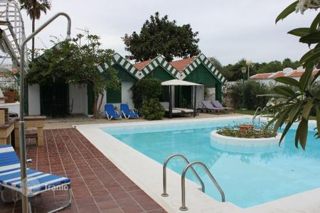Coastal houses for sale in Gran Canaria. Two bedroom bungalow near the Golf Club in Maspalomas