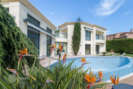 Houses with pools for sale in Côte d'Azur (French Riviera). Exclusive residence with swimming pool, wine cellar and summer kitchen, Nice, France