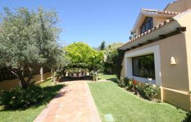 4 bedroom houses for sale in Malaga. Family villa with a private garden, a swimming pool, a parking and terraces, San Pedro de Alcantara, Spain