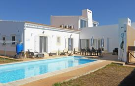 Houses for sale in Aljezur. Contemporary 3 bedroom villa with sea views, pool and roof terrace near Vale da Telha, West Algarve