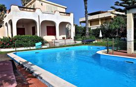 Houses for sale in Sicily. Sea view villa with a garden, a swimming pool and a parking, in Syracusa, Sicily, Italy