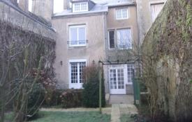 5 bedroom houses for sale in Pays de la Loire. Spacious villa with a mezzanine and a beautiful garden, Le Mans, France