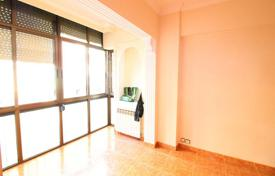 Cheap 3 bedroom apartments for sale in Catalonia. Flat in Sant Martí, 6 min from the metro