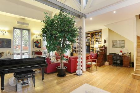 Luxury 3 bedroom apartments for sale in Paris. Paris 10th District – A charming and atypical apartment