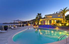 Luxury property for sale in Saint-Raphaël. Beautiful contemporary villa