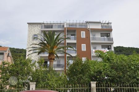 New home from developers for sale in Herceg Novi (city). Luxury apartment with quality finishes, terrace and panoramic views of the sea, in a new residence on the first line, in Herceg Novi