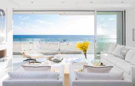 Luxury houses for sale in North America. Elegant beachfront villa in Manhattan Beach, USA. House with high-quality finishing, a yoga studio, a professional gym