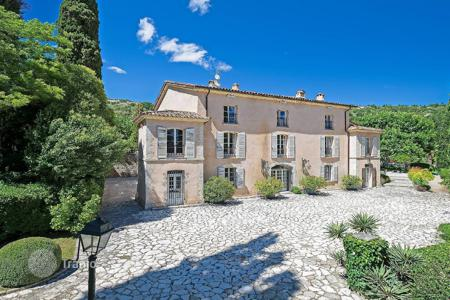 Luxury residential for sale in Montauroux. Var backcountry — Exceptional castle