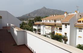 3 bedroom apartments for sale in Puerto Banús. Renovated penthouse with a terrace of 75 m², in a new residential complex with pools and tennis courts, near the beach, Puerto Banus
