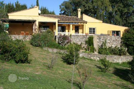 4 bedroom houses for sale in Jimena de la Frontera. Beautiful finca in tranquil area with breathtaking views