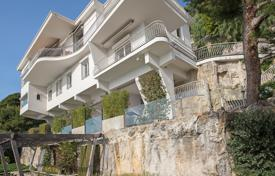 Luxury residential for sale in Villefranche-sur-Mer. Original cottage with two terraces, a swimming pool, a garden and sea views, Villefranche-sur-Mer, France