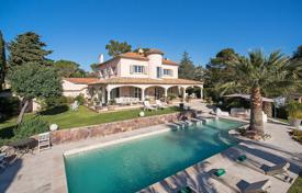 Luxury houses for sale in Mandelieu-la-Napoule. Close to Cannes — Charming villa