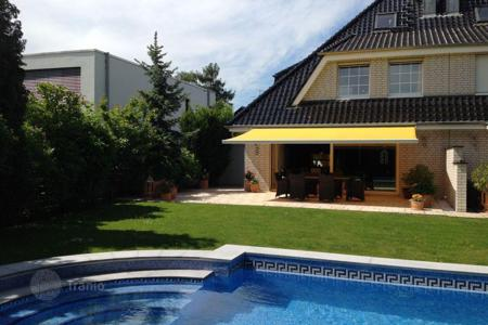 Houses with pools for sale in Germany. Semi detached house of luxury in Cologne