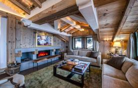 Property to rent in Courchevel. Presentable chalet in Courchevel, France. Terrace, jacuzzi, sauna, swimming pool, hammam, panoramic mountain view