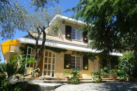4 bedroom houses by the sea for sale in Italy. Renovated villa with three entrances, in Ventimiglia, Italy. Picturesque garden with a swimming pool, a sunny terrace and a barbecue area