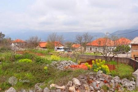 Cheap development land for sale in Tivat (city). Planning to build a house in the heart of the picturesque village of Baranovichi, Tivat