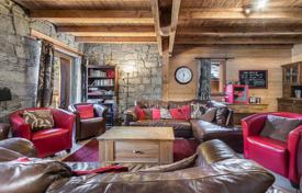 Luxury chalets for sale in Alps. Mountain view chalet with a terrace, a sauna and a garage, in the ski resort of Val d'Isère, Savoie, France