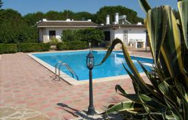 Houses with pools for sale in Apulia. Beautiful villa in San Vito dei Normanni, Italia