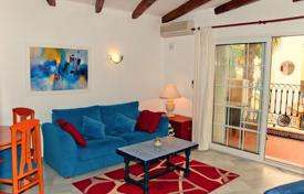 Cheap apartments for sale in Spain. Cozy two-bedroom apartment in a residential complex with a swimming pool in Torrevieja