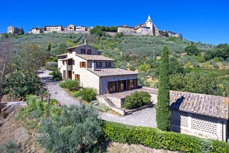 6 bedroom houses for sale in Umbria. Typical Umbrian Farmhouse, Recently Restored