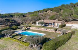 Provencal villa nestled in greenery 10 minutes from Pampelone beach. Price on request
