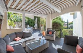 4 bedroom houses for sale in Côte d'Azur (French Riviera). Cozy seaview villa with terraces, a private garden and an independent apartment on the basement floor, Villefranche-sur-Mer, France