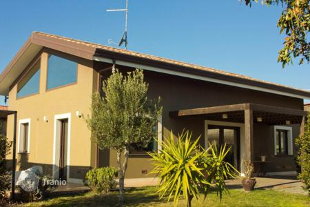 2 bedroom houses for sale in Sicily. Modern villa with a fireplace and a large garden in Mascalucia, Sicily, Italy