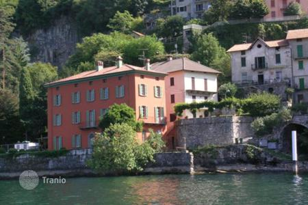 Houses with pools for sale in Pognana Lario. An ancient villa on Lake Como with park, the pool and boat station