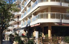 Residential for sale in Costa Dorada. Two-bedroom furnished apartment with park view, only 300 meters from the beach in Salou, Costa Dorada