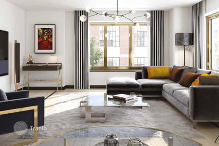 Apartments for sale in the United Kingdom. Luminous apartments with balconies, in a residential complex with a concierge, in the center of London, Great Britain