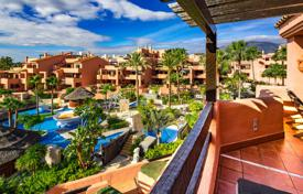 3 bedroom apartments for sale in Andalusia. Immaculate Frontline Beach Penthouse in Mar Azul, New Golden Mile, Estepona