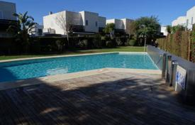 Townhouses for sale in Costa Dorada. Townhouse with a terrace and a barbecue area in a residential complex with a pool and a garden, Mont-Roig del Camp, Spain