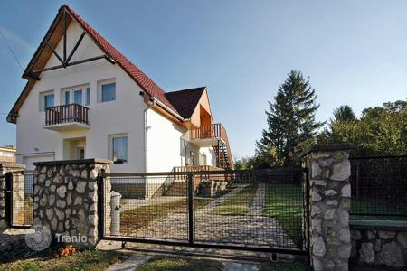 5 bedroom houses for sale in Zala. Family Home in the centre of the town, 800 meters from the lake